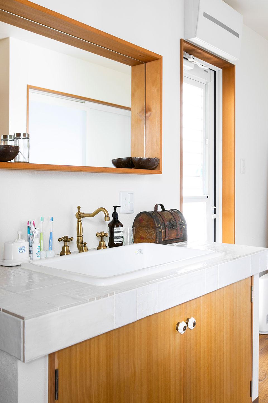 脱衣所においては鏡を可能な限り大きくし、台脱衣所も四畳と十分なゆとりを確保