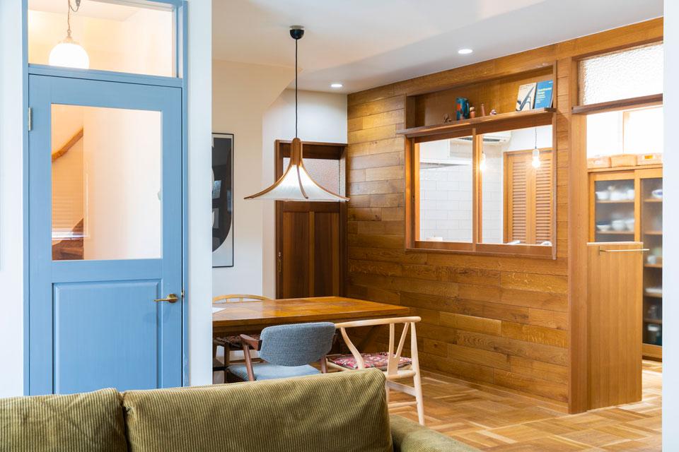 そのキッチンも視界が広いオープンキッチンを採用してあり、キッチンからもリビング、玄関へと気が配れるようになっています。