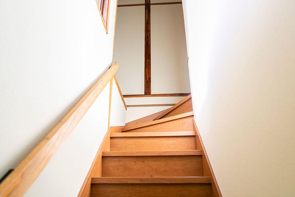 改修を進めていく中で大きく手を入れたのが、階段周り、2Fのトイレ、1Fの浴室周りでした。